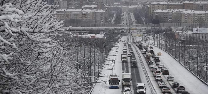 Επιβάτες περίμεναν 2 ώρες σε πολικές θερμοκρασίες μέχρι να προσγειωθεί ο Πούτιν