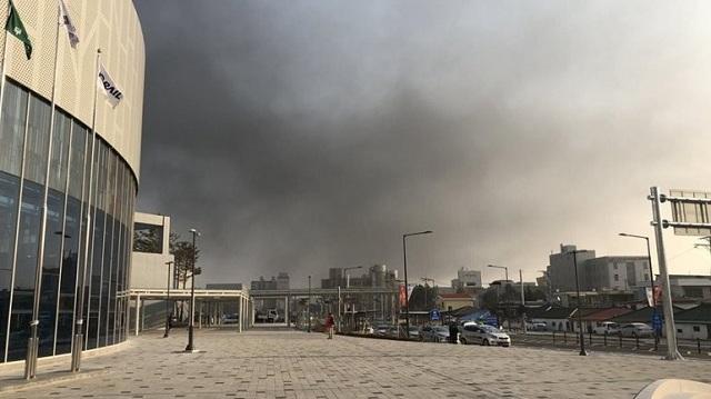 Στις φλόγες το Ολυμπιακό Χωριό στη Ν. Κορέα