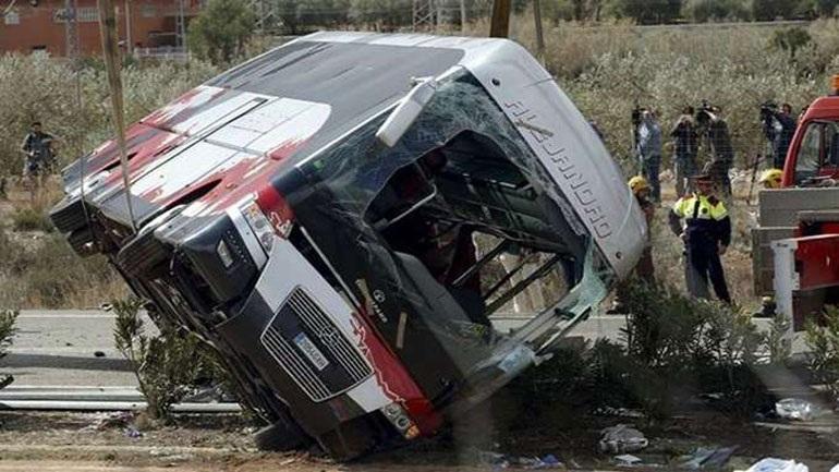 Ινδονησία: Τουλάχιστον 27 νεκροί από συντριβή λεωφορείου