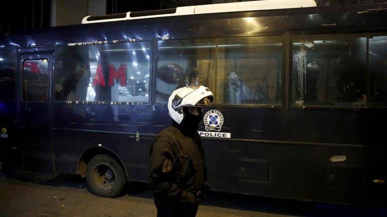 Ελεύθερα αφέθηκαν τα 20 μέλη του Ρουβίκωνα που εισέβαλαν στο ΕΒΕΑ