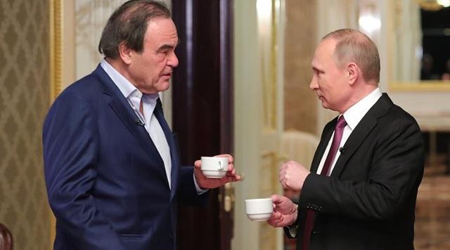 Ρωσία: «Ανάβει φωτιές» το ντοκιμαντέρ του Όλιβερ Στόουν για τον Πούτιν