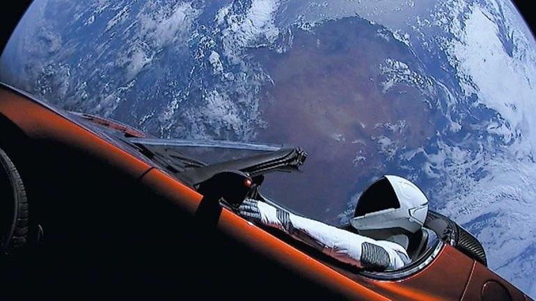 Το διαστημικό αυτοκίνητο Tesla υπάρχει πιθανότητα 6% να πέσει στη Γη, αλλά μετά από ένα εκατ. χρόνια