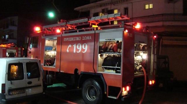 Φωτιά σε υπόγειο πάρκινγκ οικοδομής στη Λάρισα
