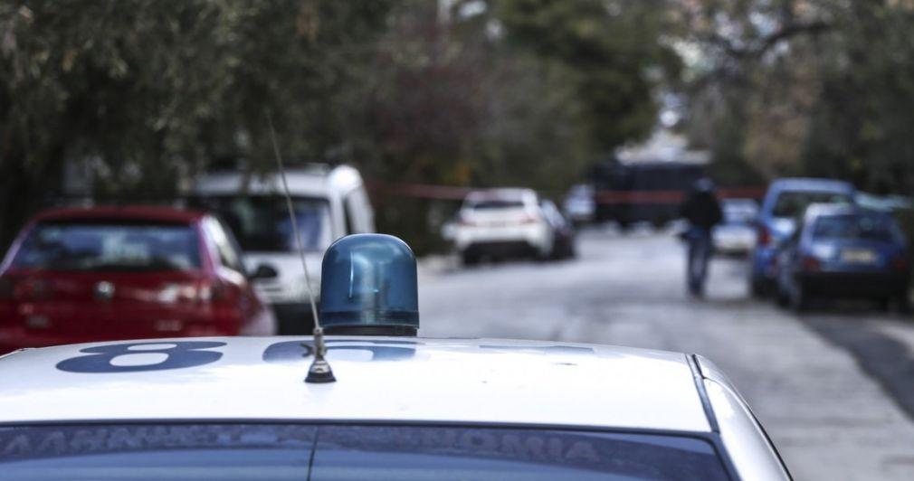 25χρονος πυροβόλησε 5 φορές τη μάνα του κι εξαφανίστηκε
