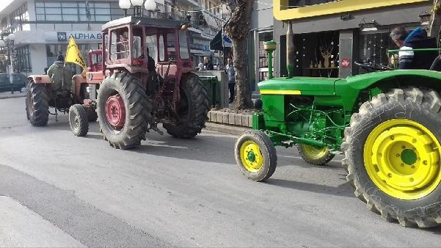 Διαμαρτυρία αγροτών στην Εφορία Βόλου την Τετάρτη