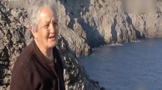 Συγκινεί η κυρά Ρηνιώ που ζει μόνη με τα ζώα της στην Κίναρο [βίντεο]