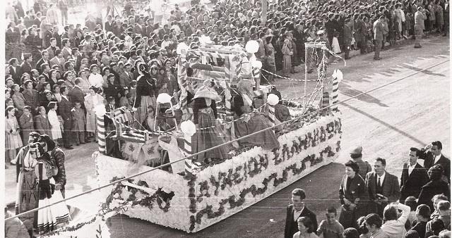 Το άρμα του Λυκείου των Ελληνίδων Βόλου στον καρνάβαλο του 1960
