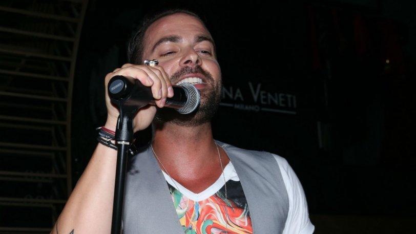 Σοβαρό τροχαίο για τον τραγουδιστή Ηλία Βρεττό