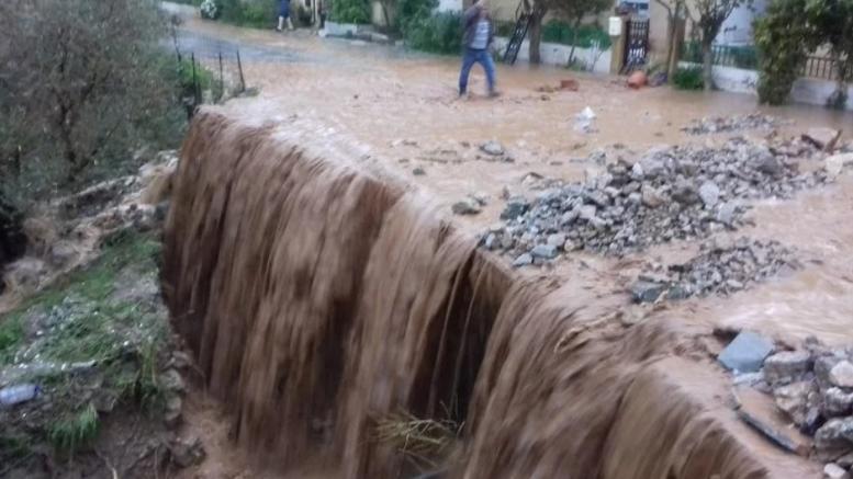 Πνίγηκαν τα Σφακιά: Πλημμύρισαν σπίτια, έκλεισαν δρόμοι