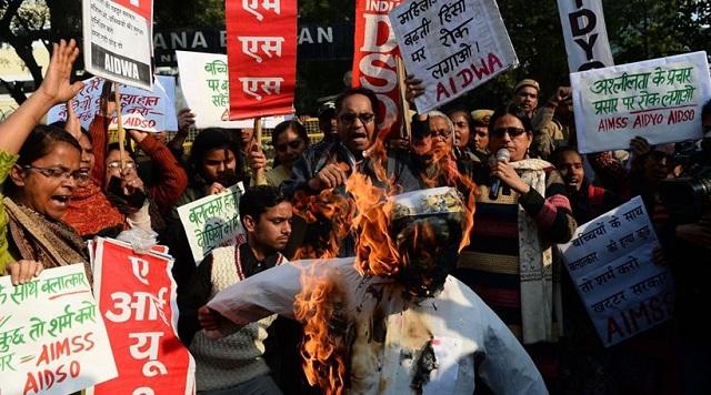 Ινδία: Όχλος λίντσαρε μέχρι θανάτου δύο ύποπτους για βιασμό και φόνο 5χρονης