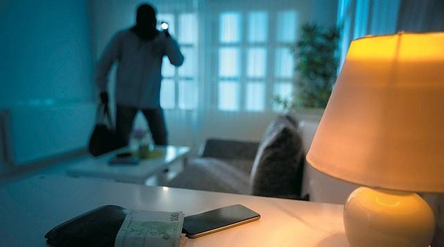 Συμμορίες με σκάνερ εντοπίζουν ποια σπίτια έχουν λεφτά!