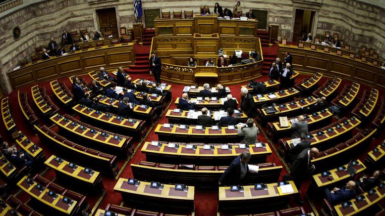 Σε υψηλούς τόνους η αντιπαράθεση στη Βουλή για τη Novartis