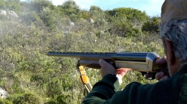 Κυνηγοί κατήγγειλαν την κλοπή των όπλων τους και συνελήφθησαν