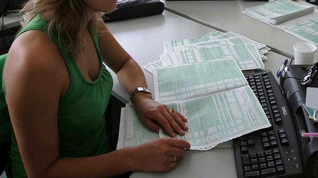 Αλλαγές στη φορολογία χαρτοσήμου και συγχωνεύσεις ΔΟΥ σε μεγάλες πόλεις