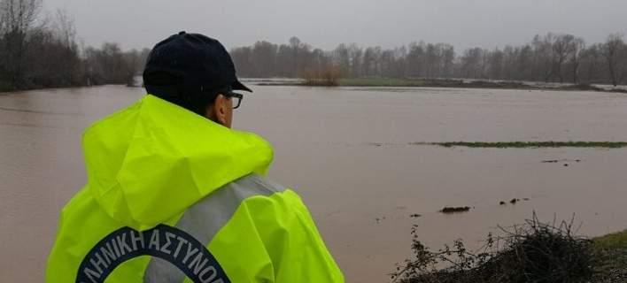 Σε επιφυλακή στα Τρίκαλα: Υπερχείλισαν ποτάμια, πλημμύρισαν χωράφια [εικόνες]