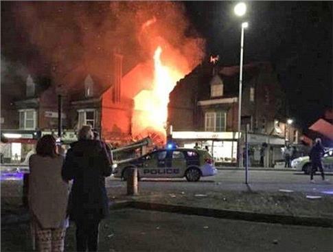 Ισχυρή έκρηξη στο Λέστερ, πυρκαγιά σε κατοικημένη περιοχή [Βίντεο]