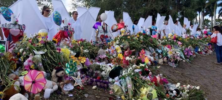 Φλόριντα: Ξυπνούν οι μνήμες της τραγωδίας: Μαθητές και εκπαιδευτικοί επέστρεψαν στο σχολείο
