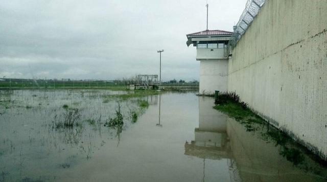 Πλημμύρισαν και οι φυλακές Τρικάλων