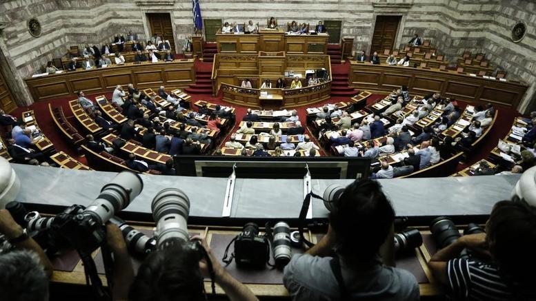 Πυρ ομαδόν από τα κόμματα για τον ανασχηματισμό
