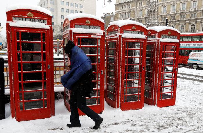 «Κόκκινος συναγερμός» στο Λονδίνο λόγω χιονιά [photos]