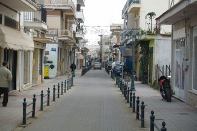 Συνεχίζονται οι εκπτώσεις και στην αγορά του Αλμυρού