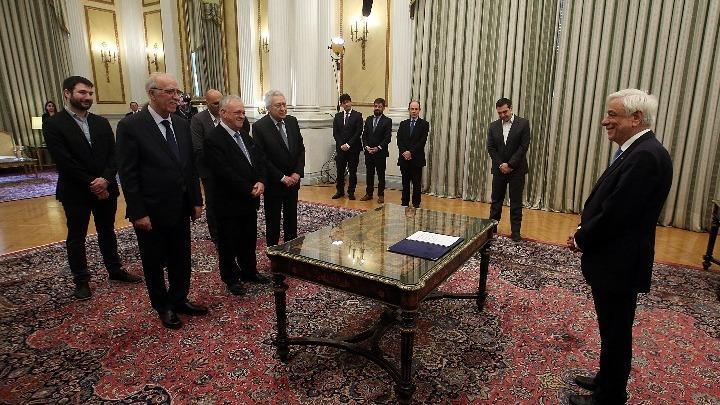 Oρκωμοσία εξπρές για τους έξι νέους υπουργούς στο Προεδρικό Μέγαρο