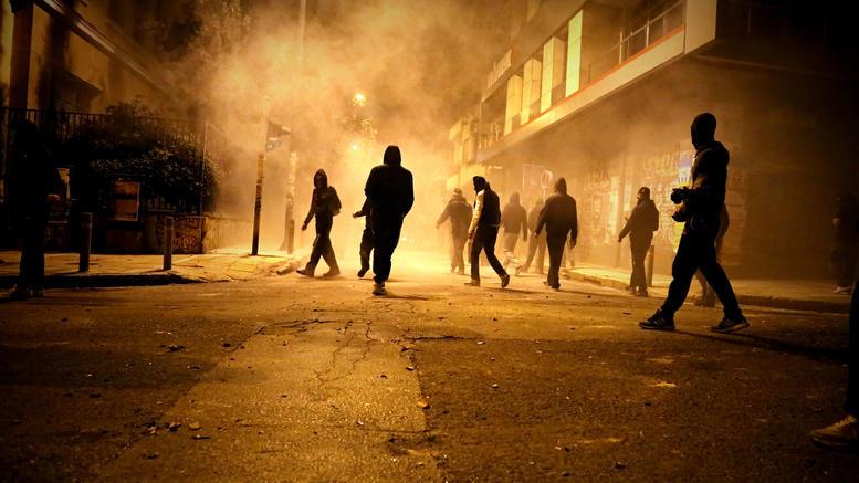 Γερμανικός Τύπος: Αναρχικοί ρημάζουν και καίνε στην Ελλάδα