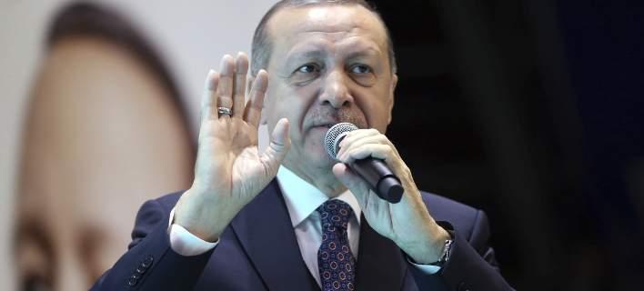 Ο Ερντογάν λογοκρίνει τώρα και τη μουσική: Απαγόρευσε εκατοντάδες τραγούδια