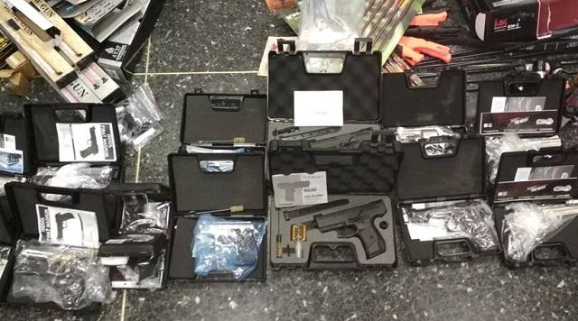 «Λαβράκι» του ΣΔΟΕ στις Σέρρες: «Έκρυβαν» παράνομα όπλα... σε πάμπερς