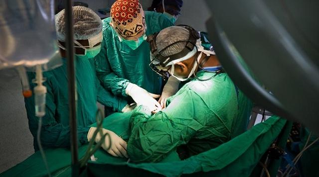 Νευροχειρουργός χειρούργησε στο κεφάλι... λάθος ασθενή!