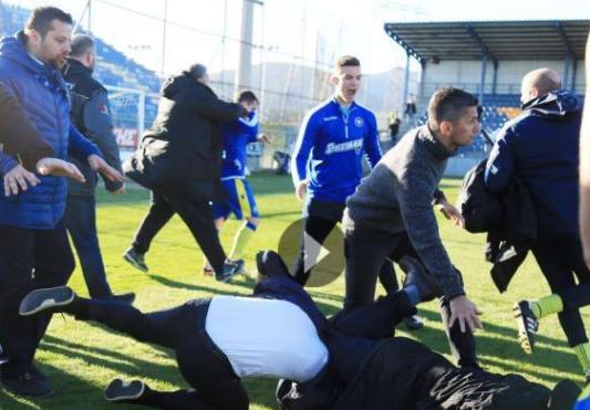 Χαμός στην Τρίπολη, στα χέρια παράγοντες του ΠΑΟΚ με παίκτες του Αστέρα [βίντεο]
