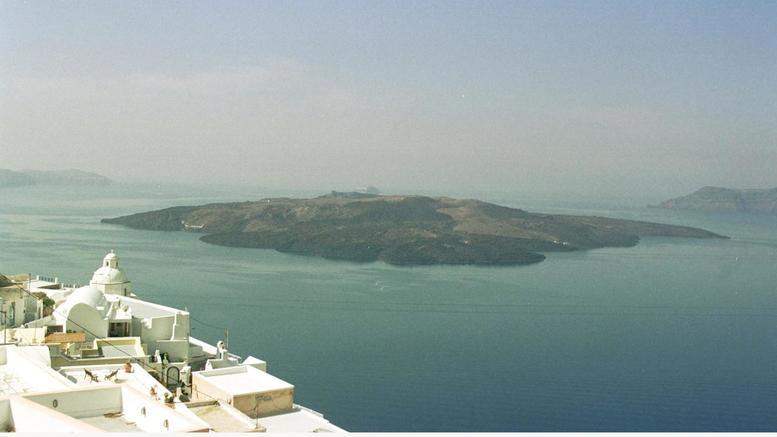 Δύο ελληνικά ηφαίστεια ανησυχούν τους επιστήμονες