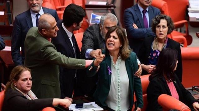 Μπουνιές και φωνές στην τουρκική Βουλή για την επιχείρηση στο Αφρίν