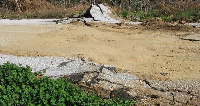Κομμένοι δρόμοι και εγκατάλειψη στο Καλαμάκι Ν. Πηλίου