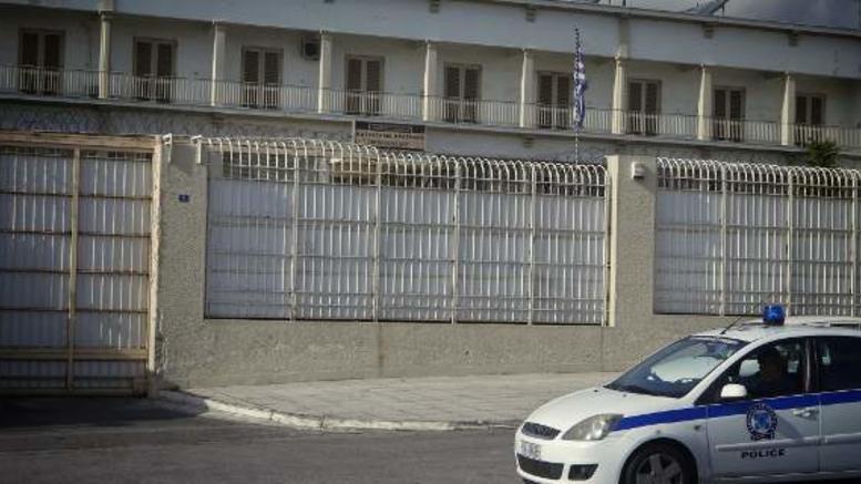 Κρατούμενοι μαστίγωσαν υπάλληλο στις φυλακές Κορυδαλλού!