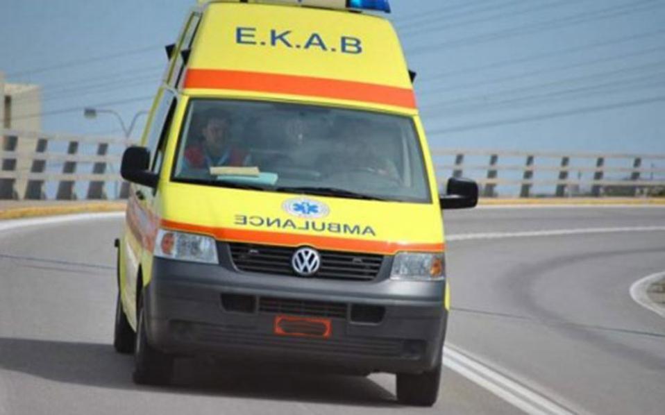 Εκτροπή φορτηγού με έναν τραυματία στις Μικροθήβες