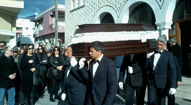 Βουβός θρήνος στην κηδεία του Ακη Σαμαρτζή