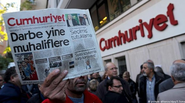 Ο εισαγγελέας ζήτησε ποινές κάθειρξης από 1,5 έως 15 χρόνια στη δίκη της Cumhuriyet