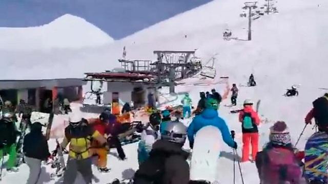 Οκτώ τραυματίες από «τρελό» αναβατόριο σε χιονοδρομική πίστα στη Γεωργία [βίντεο]