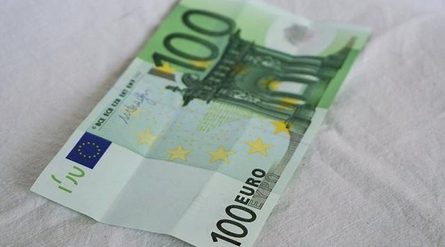 Βρήκε 100 ευρώ και καταδικάστηκε για κλοπή