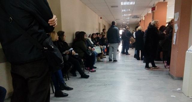 Σε «καθεστώς βρωμιάς» προσωπικό και συναλλασσόμενοι στον ΕΦΚΑ Βόλου