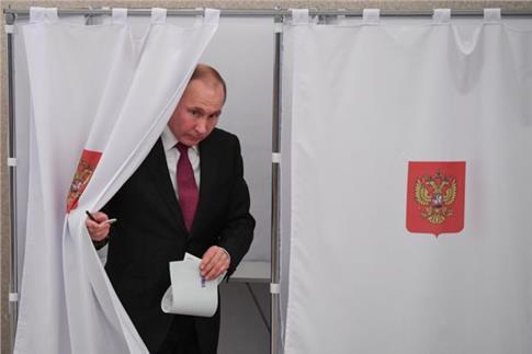 Άνοιξαν οι κάλπες στη Μόσχα για τις προεδρικές εκλογές