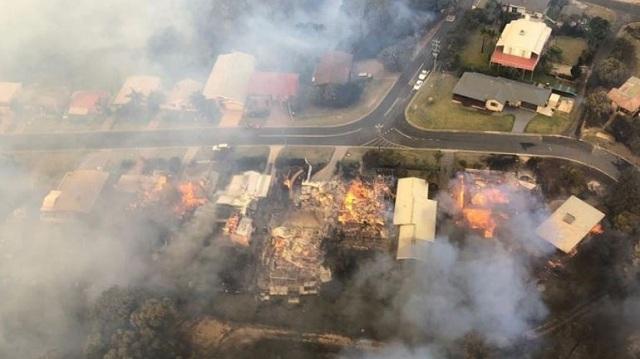Αυστραλία: Τεράστιες καταστροφές σε παραθαλάσσια πόλη εξαιτίας πυρκαγιάς