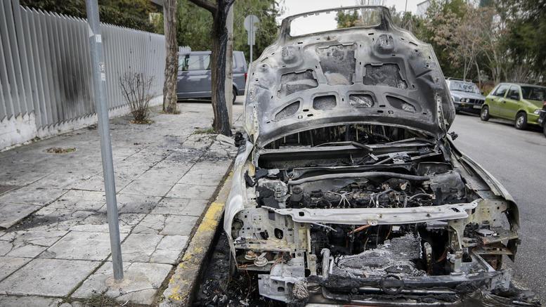 Στόχος εμπρηστών το αυτοκίνητο αξιωματικού της Τροχαίας