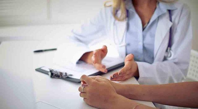 Στα «μαχαίρια» για τις επισκέψεις Υπ. Υγείας και γιατροί