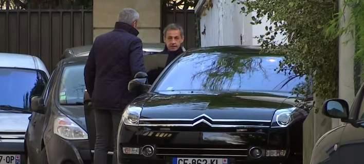 Ελεύθερος αφέθηκε ο Σαρκοζί, έπειτα από ανάκριση σχεδόν 2 ημερών