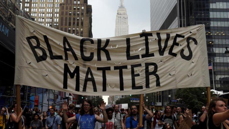 ΗΠΑ: Αστυνομικοί γάζωσαν αφροαμερικανό «οπλισμένο» με ένα...iphone
