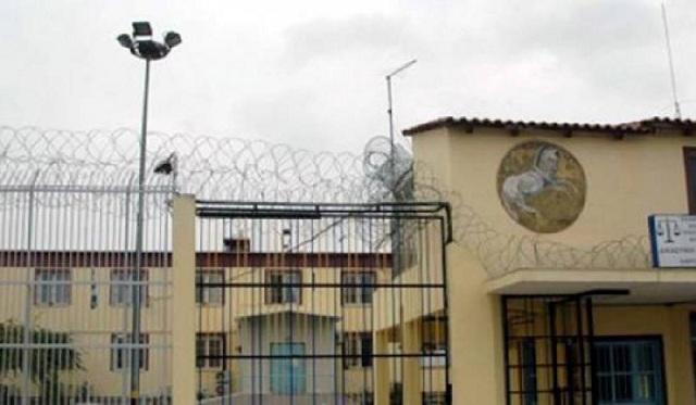 Συγγενής κρατουμένου γρονθοκόπησε αρχιφύλακα στις Φυλακές Λάρισας