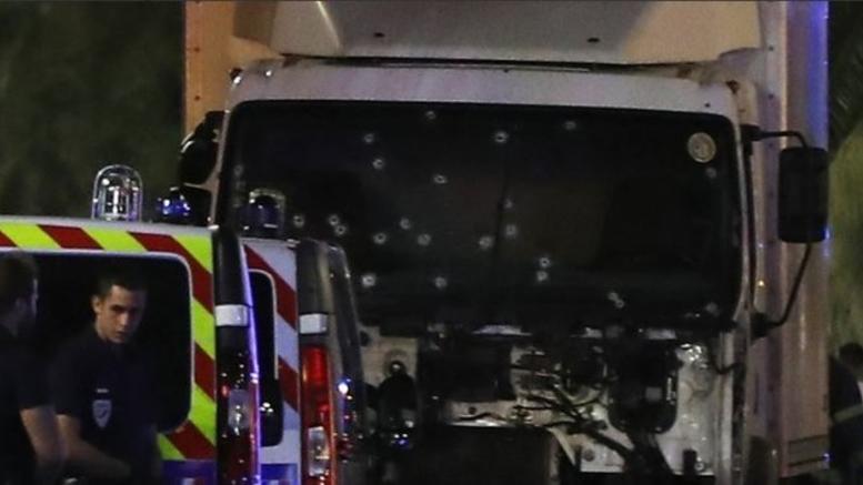 Νεκρός ο αστυνομικός που πήρε τη θέση των ομήρων στη Γαλλία