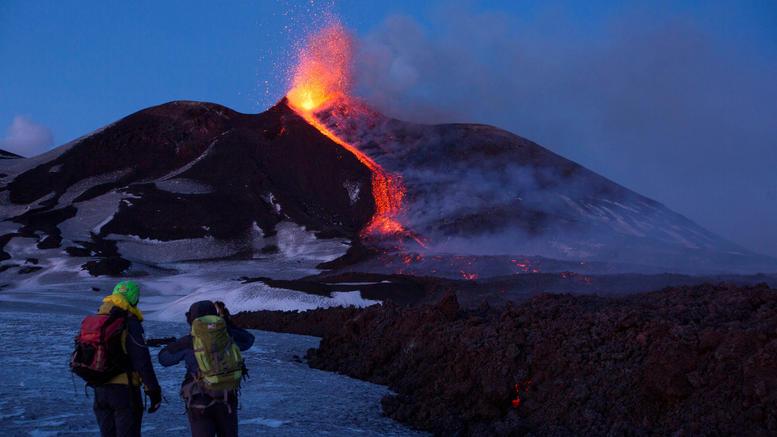 Το ηφαίστειο της Αίτνας «τσουλάει» αργά, αλλά σταθερά, προς τη θάλασσα